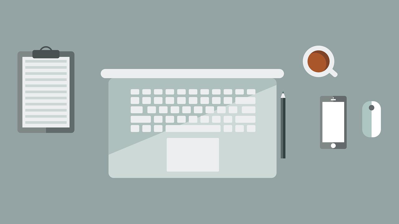 Animowana grafika przedstawiająca komputer, telefon i inne rzeczy na biurku osoby biznesowej co symbolizować ma podpis elektroniczny